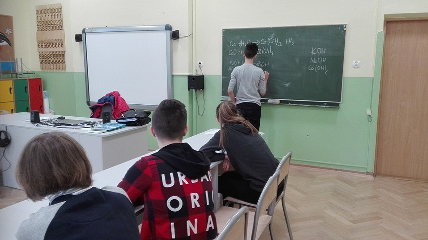 Kółko zainteresowań z chemii dla II grup uczniów - zakończone - zdjęcie w treści  nr 1