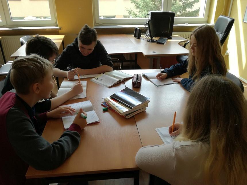 Zajęcia dydaktyczno - wyrównawcze z fiyki dla II grup uczniów - zakończone - zdjęcie w treści  nr 1