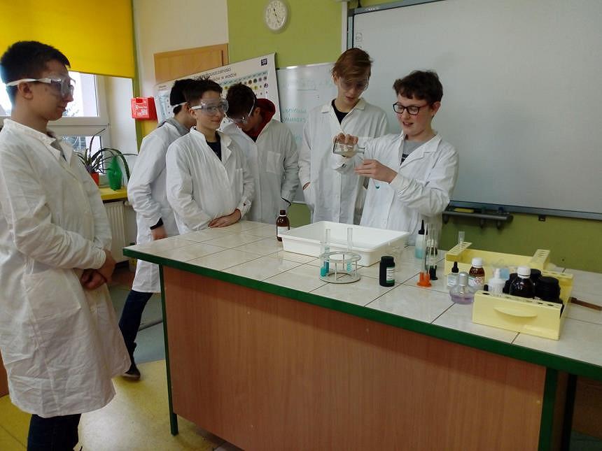 Kółko zainteresowań z chemii - zdjęcie w treści  nr 1