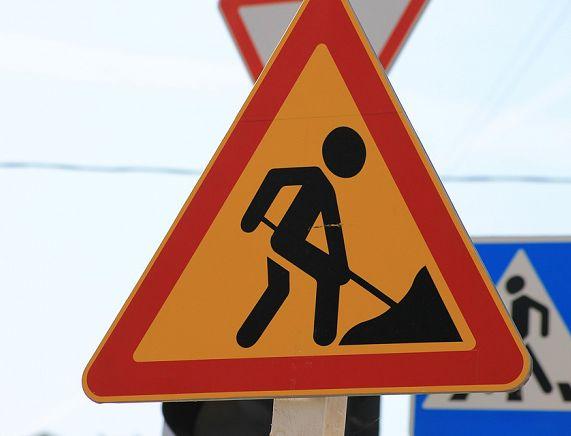 Uwaga kierowcy! Drogowcy będa montować znaki na DK 28 - mogą pojawić się utrudnienia
